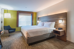 Suite - Holiday Inn Express Swansea