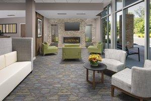 Lobby - Holiday Inn Express Hotel & Suites North Brunswick