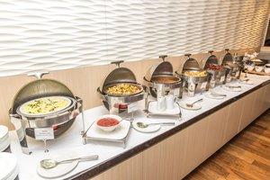 Restaurant - Holiday Inn Downtown Centre Toronto