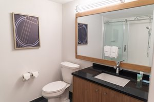 Room - Holiday Inn Express Hotel & Suites Detroit