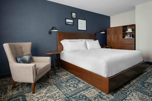 Room - Four Points by Sheraton Hotel Downtown Peoria