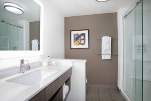 - Holiday Inn Express Hotel & Suites Great Bend