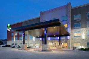 Exterior view - Holiday Inn Express Hotel & Suites Great Bend