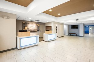 Lobby - Holiday Inn Express Hotel & Suites Marysville