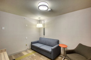 Room - Holiday Inn Express Airport Milwaukee