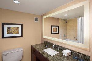 Room - Sheraton Stamford Hotel