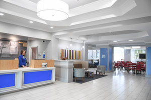 Lobby - Holiday Inn Express Hotel & Suites Southeast Valdosta