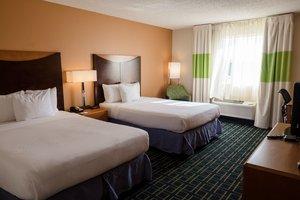 Room - Runway Inn & Suites New Orleans Airport Kenner
