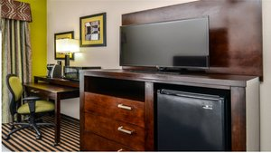 - Holiday Inn Express Hotel & Suites LaPlace