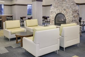 Lobby - Holiday Inn Express Hotel & Suites Riverhead