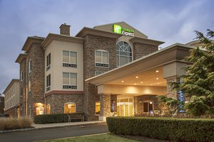 Exterior view - Holiday Inn Express Hotel & Suites Riverhead