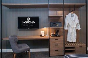 Room - Sandman Signature Calgary Airport Hotel