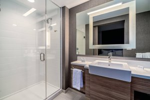 - SpringHill Suites by Marriott Airport Oakland